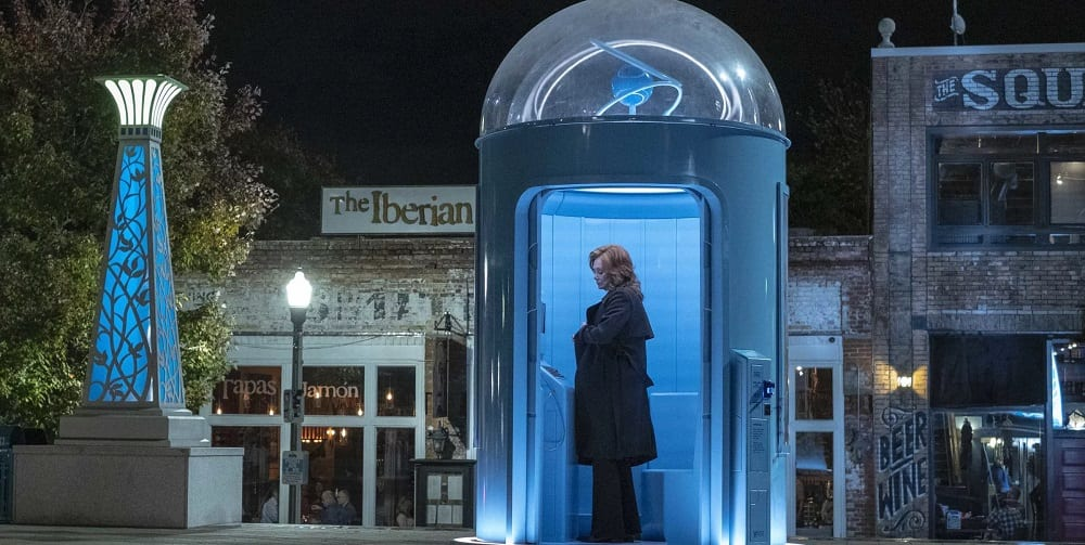 Laurie Blake HBO Watchmen Doctor Manhattan Phone Booth
