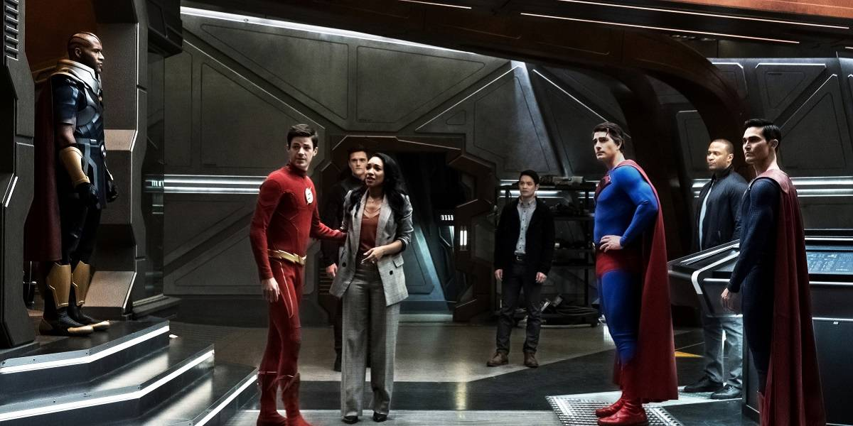 Crisis On infinite earths hour 3 Group Shot Featured