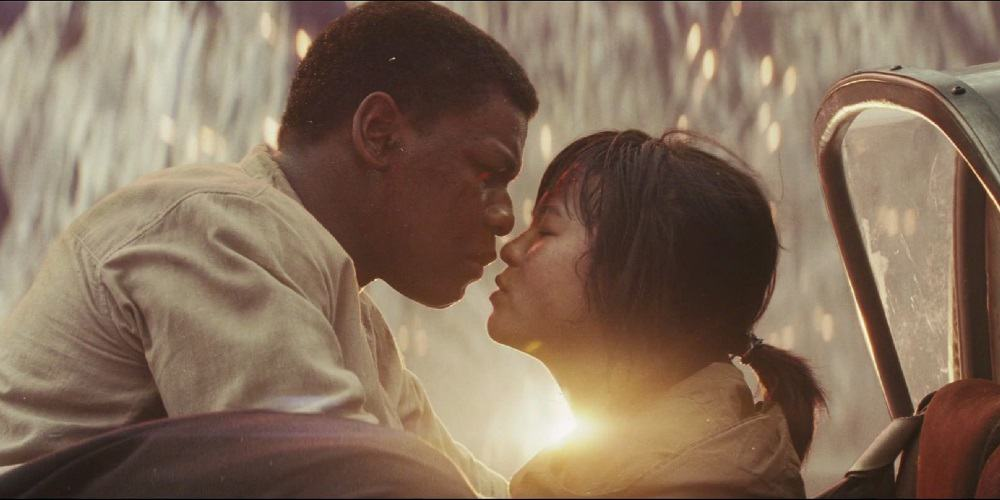 Kelly Marie Tran Reaction Rose Screen Time Star Wars The Rise of Skywalker Finn Kiss