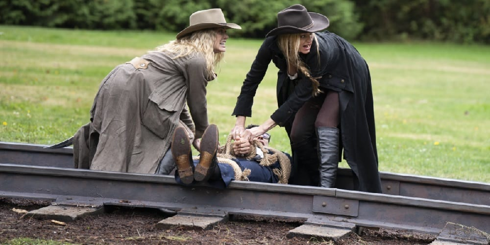 Legends of Tomorrow Mister Rogers episode Jes McCallen Caity Lotz Sara Lance Ava Sharpe